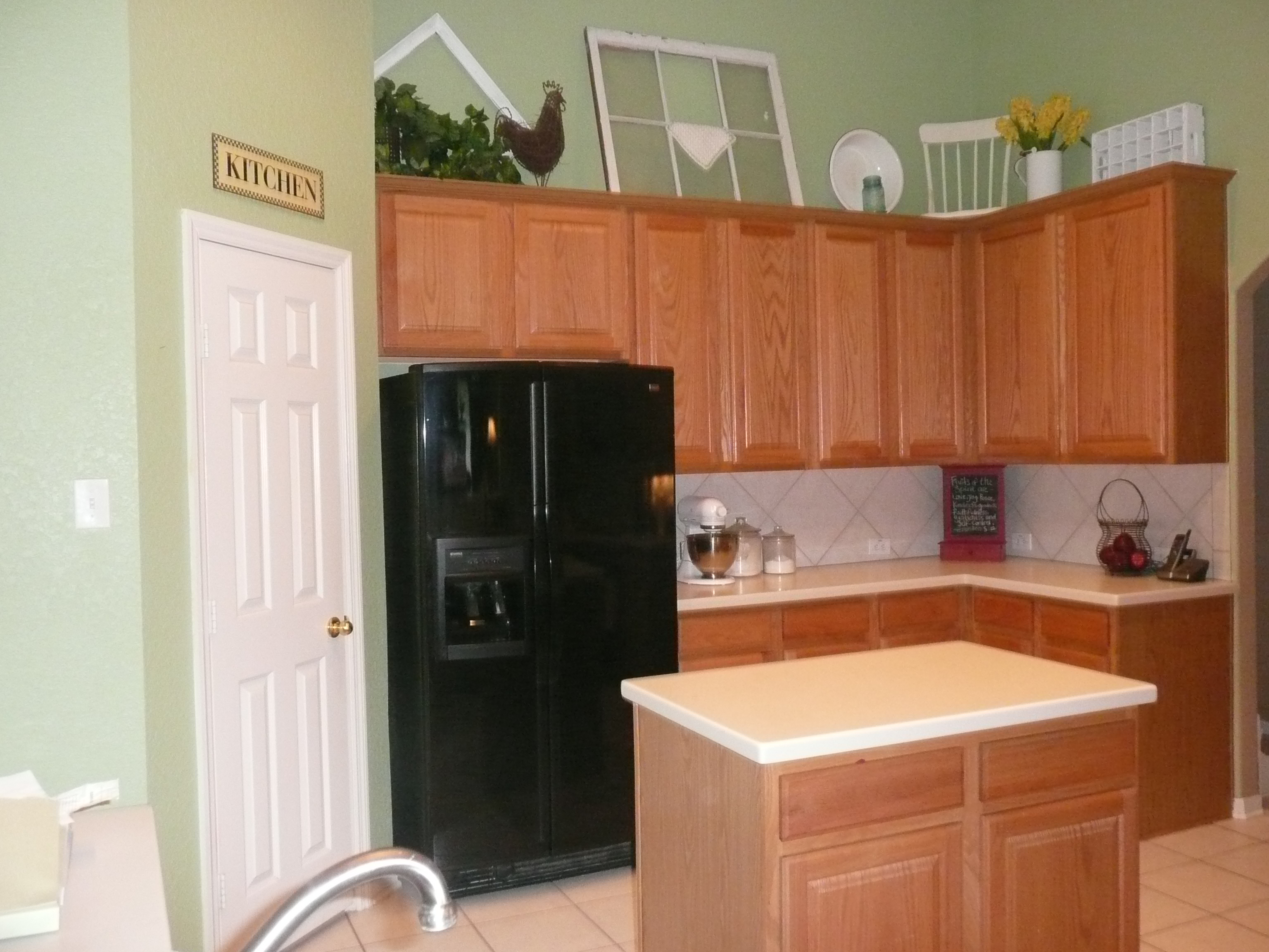 Wonderful Green Color Kitchen Walls with Oak Cabinets 3072 x 2304 · 2135 kB · jpeg